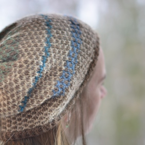 Joyful hat in a trellis technique